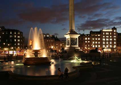 Trafalgar Square de noche